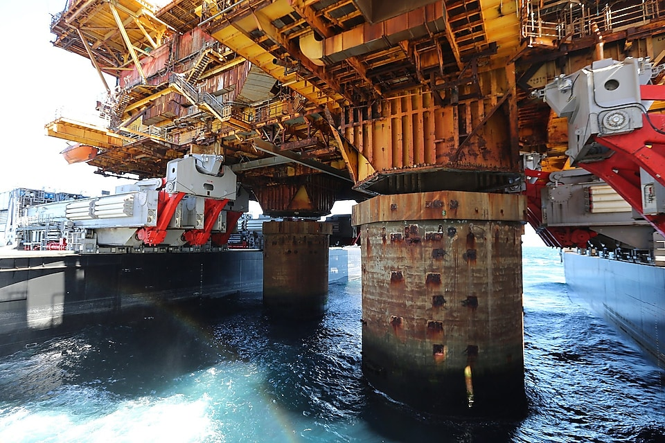 Fast lift of the Delta topsides