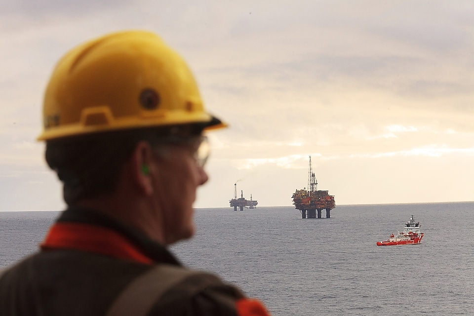 Image of offshore personnel on Brent Alpha